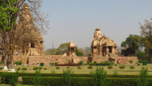 khajuraho-temple-lawns